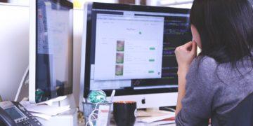 ¿Cómo evitar dolores de espalda y cervicales en un trabajo de oficina?