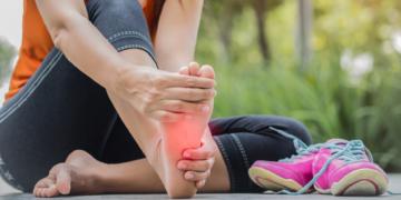 ¿Por qué me duelen la planta del pie y el talón?